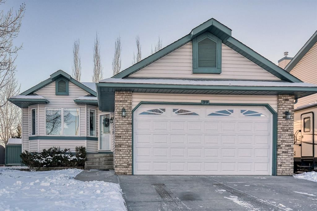 Main Photo: 39 Westfall Crescent: Okotoks Detached for sale : MLS®# A1054912