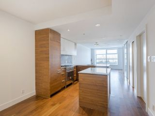 """Photo 2: 204 4375 W 10TH Avenue in Vancouver: Point Grey Condo for sale in """"The Varsity"""" (Vancouver West)  : MLS®# R2552003"""