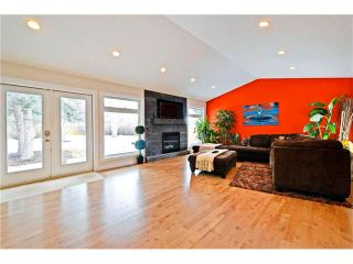 Photo 11: 6615 LETHBRIDGE Crescent SW in Calgary: Lakeview House for sale : MLS®# C4050221