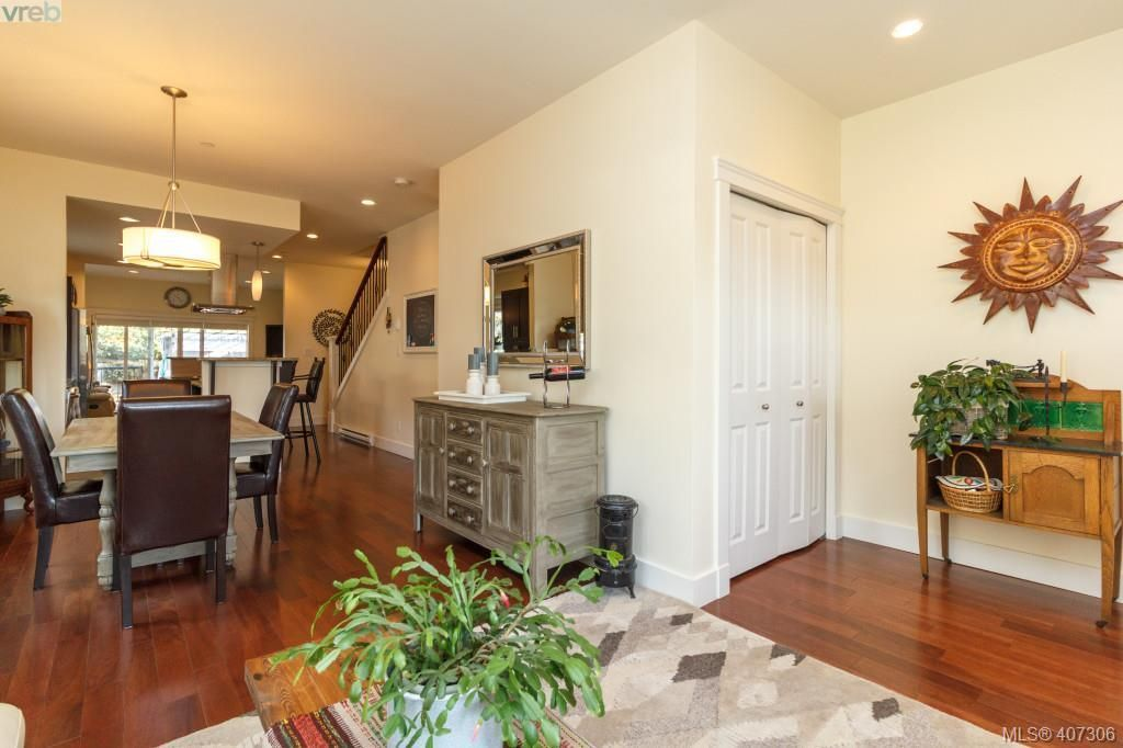 Main Photo: 108 644 Granrose Terr in VICTORIA: Co Latoria Row/Townhouse for sale (Colwood)  : MLS®# 809472