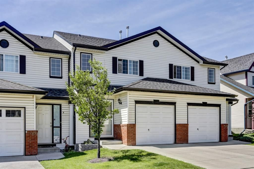 Main Photo: 11 Country Village Circle NE in Calgary: Country Hills Village Row/Townhouse for sale : MLS®# A1118288