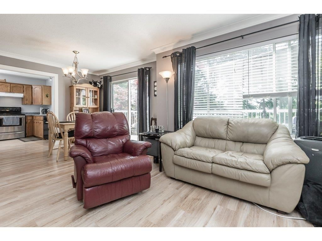 Photo 4: Photos: 33117 HILL Avenue in Mission: Mission BC House for sale : MLS®# R2271316