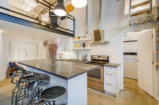 """Main Photo: 402 549 COLUMBIA Street in New Westminster: Downtown NW Condo for sale in """"C2C LOFTS AND FLATS"""" : MLS®# R2627297"""