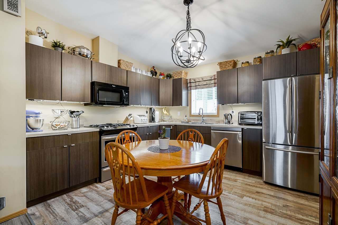 """Photo 5: Photos: 49 7790 KING GEORGE Boulevard in Surrey: East Newton Manufactured Home for sale in """"CRISPEN BAYS"""" : MLS®# R2493696"""