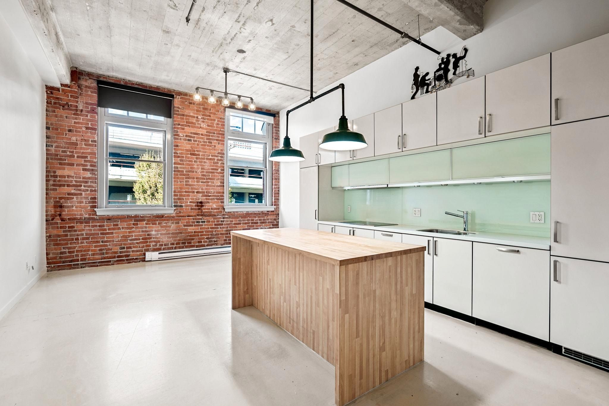 """Main Photo: 204 546 BEATTY Street in Vancouver: Downtown VW Condo for sale in """"The Crane"""" (Vancouver West)  : MLS®# R2625265"""