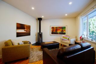 Photo 5: 915 40 Avenue NW in Calgary: Cambrian Heights Detached for sale : MLS®# A1050845