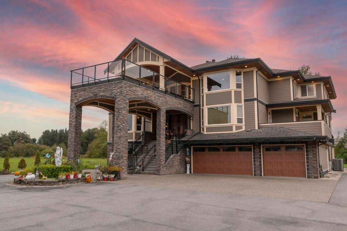 Main Photo: 690 PRAIRIE Avenue in Port Coquitlam: Riverwood House for sale : MLS®# R2620075