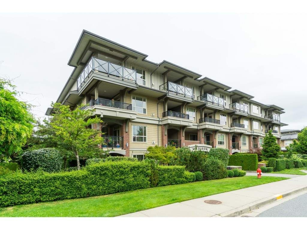 """Main Photo: 407 15357 17A Avenue in Surrey: King George Corridor Condo for sale in """"Madison"""" (South Surrey White Rock)  : MLS®# R2479245"""