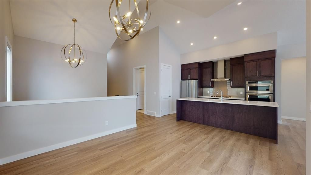 Photo 9: Photos: 38 Crestridge Bay SW in Calgary: Crestmont Row/Townhouse for sale : MLS®# A1073636