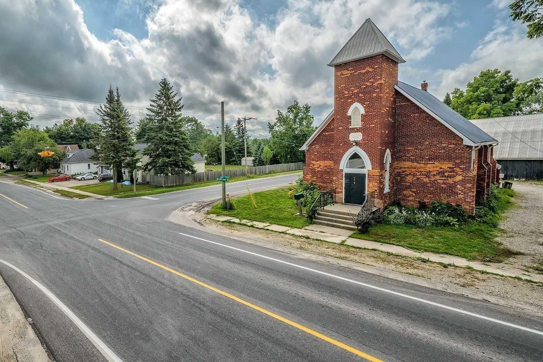 Main Photo: 8137 N Main Street in Adjala-Tosorontio: Everett House (Bungalow) for sale : MLS®# N5249549