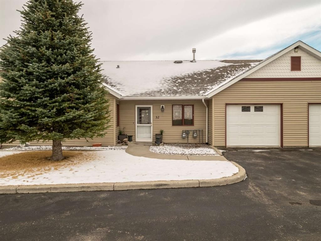 Main Photo: 32 500 Adelaide Crescent: Pincher Creek Row/Townhouse for sale : MLS®# A1092864