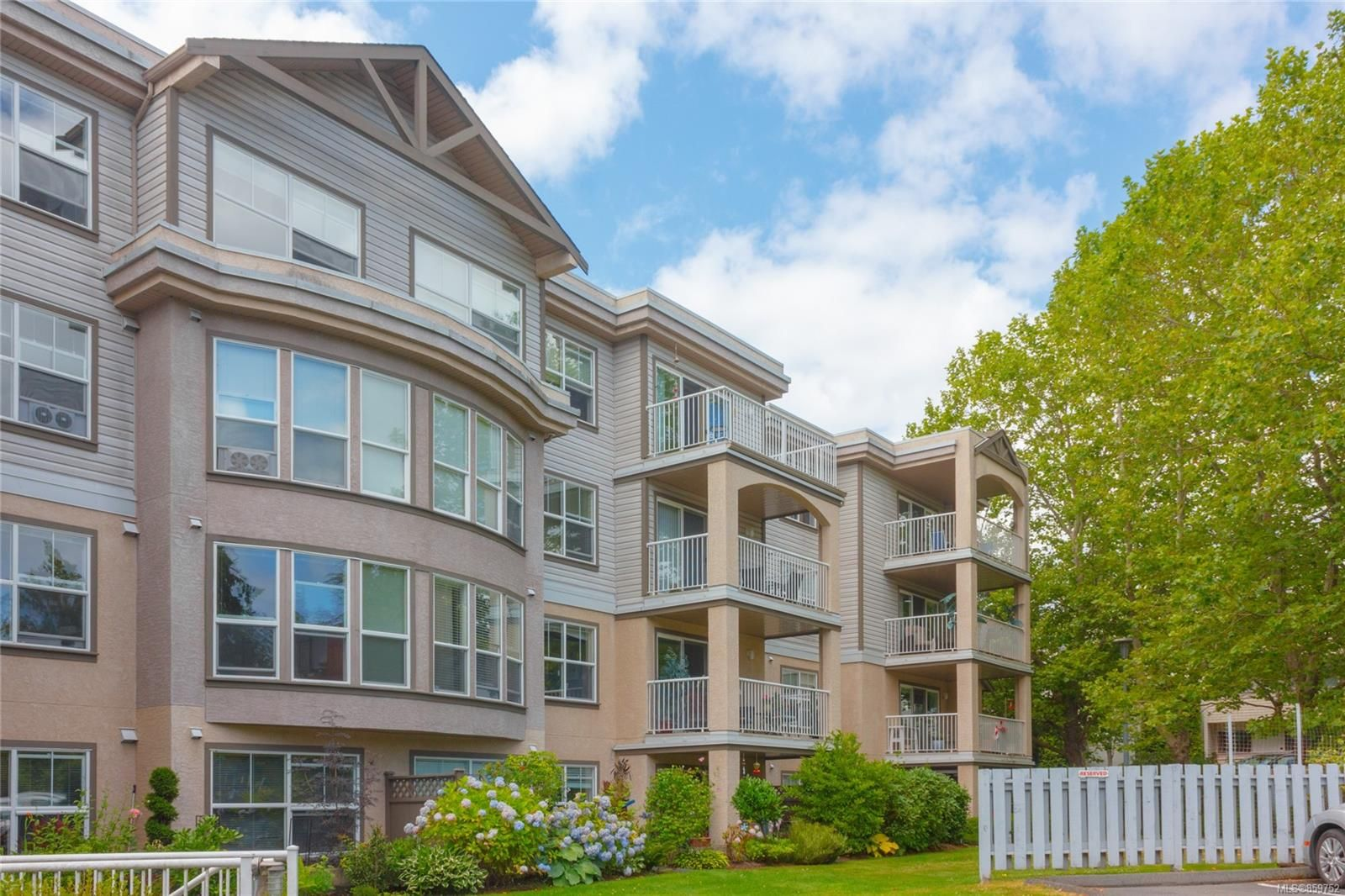 Main Photo: 103 1240 Verdier Ave in : CS Brentwood Bay Condo for sale (Central Saanich)  : MLS®# 859752