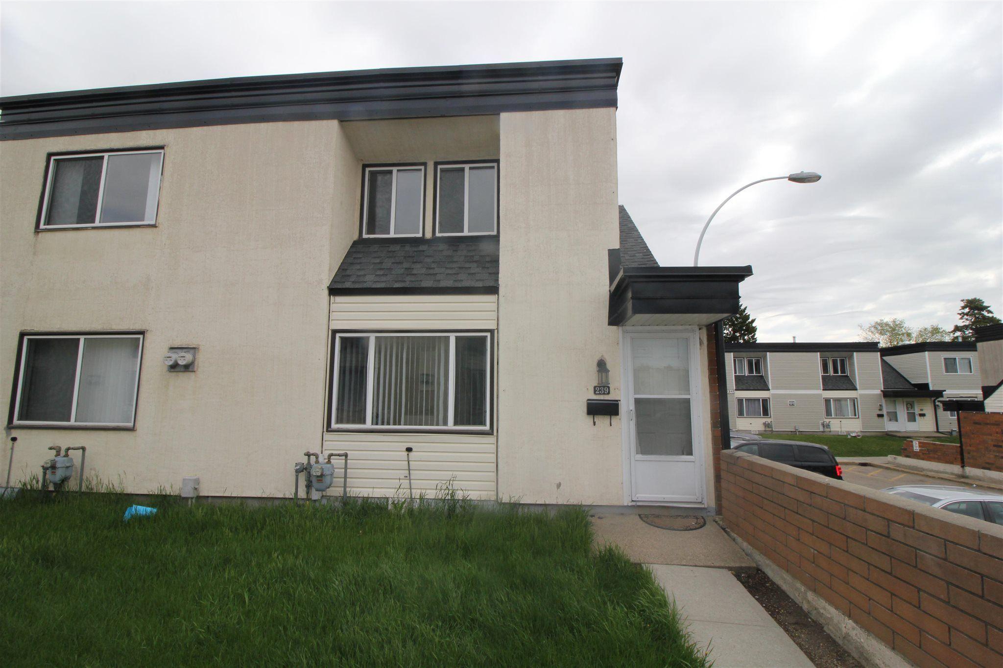 Main Photo:  in Edmonton: Zone 23 Townhouse for sale : MLS®# E4248974
