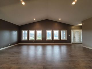 Photo 2: 2170 Ash Lane in Ile Des Chenes: R07 Residential for sale : MLS®# 202026769