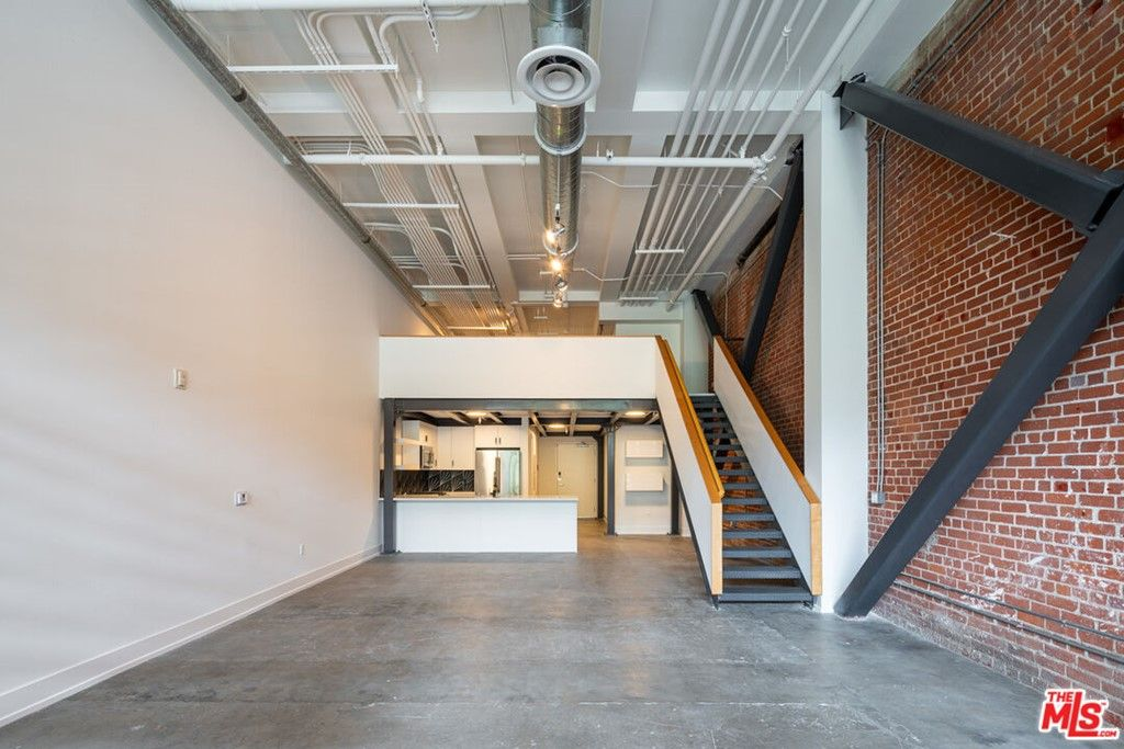 Main Photo: 120 S Hewitt Street Unit 4 in Los Angeles: Residential Lease for sale (C42 - Downtown L.A.)  : MLS®# 21793998
