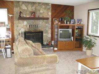 Photo 2: 3956 Arlene Pl in VICTORIA: SW Tillicum House for sale (Saanich West)  : MLS®# 530635