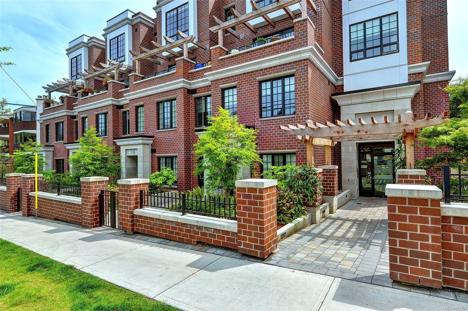 Main Photo: 103 1011 Burdett Ave in : Vi Downtown Condo for sale (Victoria)  : MLS®# 872360
