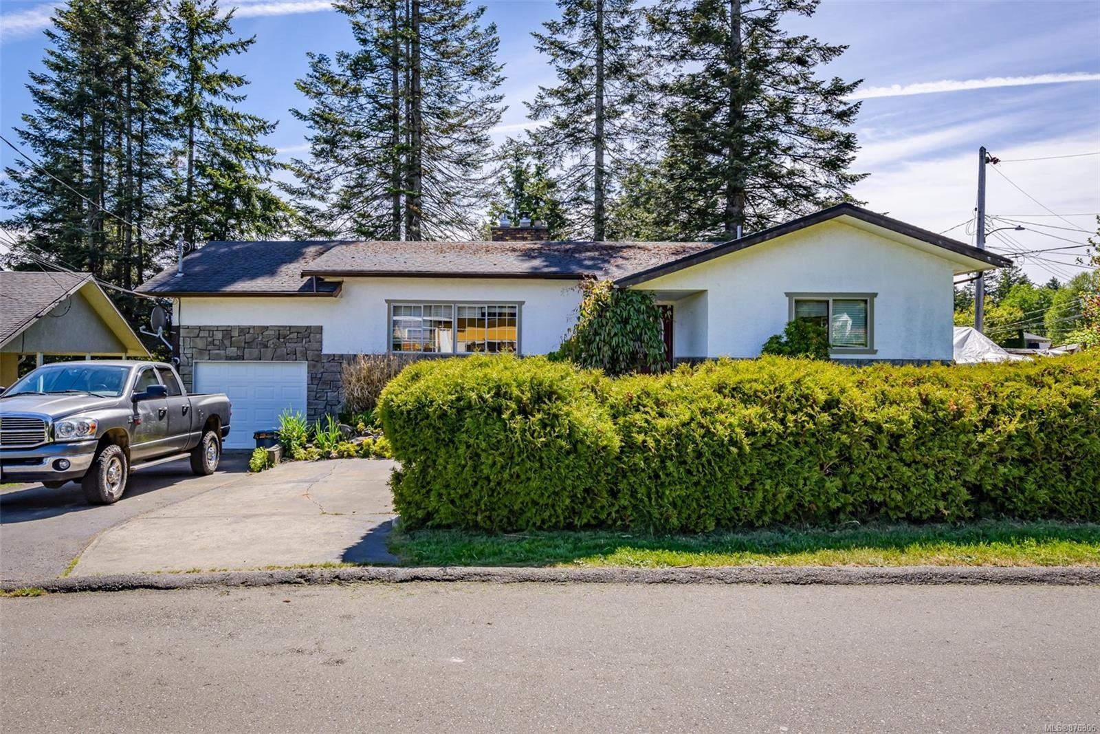 Main Photo: 2223 Strathcona Cres in : CV Comox (Town of) House for sale (Comox Valley)  : MLS®# 876806