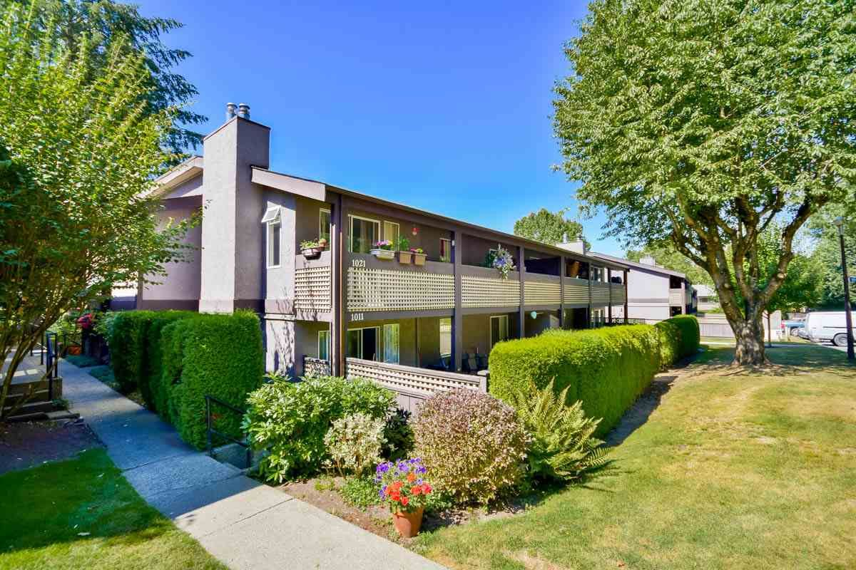 """Main Photo: 1021 34909 OLD YALE Road in Abbotsford: Abbotsford East Townhouse for sale in """"The Gardens"""" : MLS®# R2103208"""