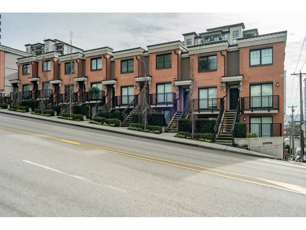 """Main Photo: 12 838 ROYAL Avenue in New Westminster: Downtown NW Townhouse for sale in """"The Brickstone 2"""" : MLS®# R2600848"""