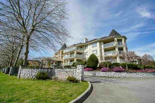 Photo 2: 208 20125 55A Avenue in Langley: Langley City Condo for sale : MLS®# R2350488