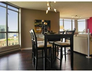 """Photo 5: 2605 867 HAMILTON Street in Vancouver: Downtown VW Condo for sale in """"JARDINE'S LOOKOUT"""" (Vancouver West)  : MLS®# V779994"""