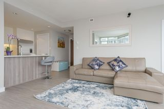 """Photo 3: 3003 4900 LENNOX Lane in Burnaby: Metrotown Condo for sale in """"THE PARK METROTOWN"""" (Burnaby South)  : MLS®# R2418432"""