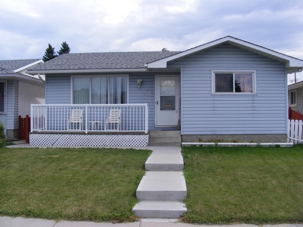 Main Photo: 39 DOVER MEADOW Close SE in Calgary: Dover Detached for sale : MLS®# A1021166