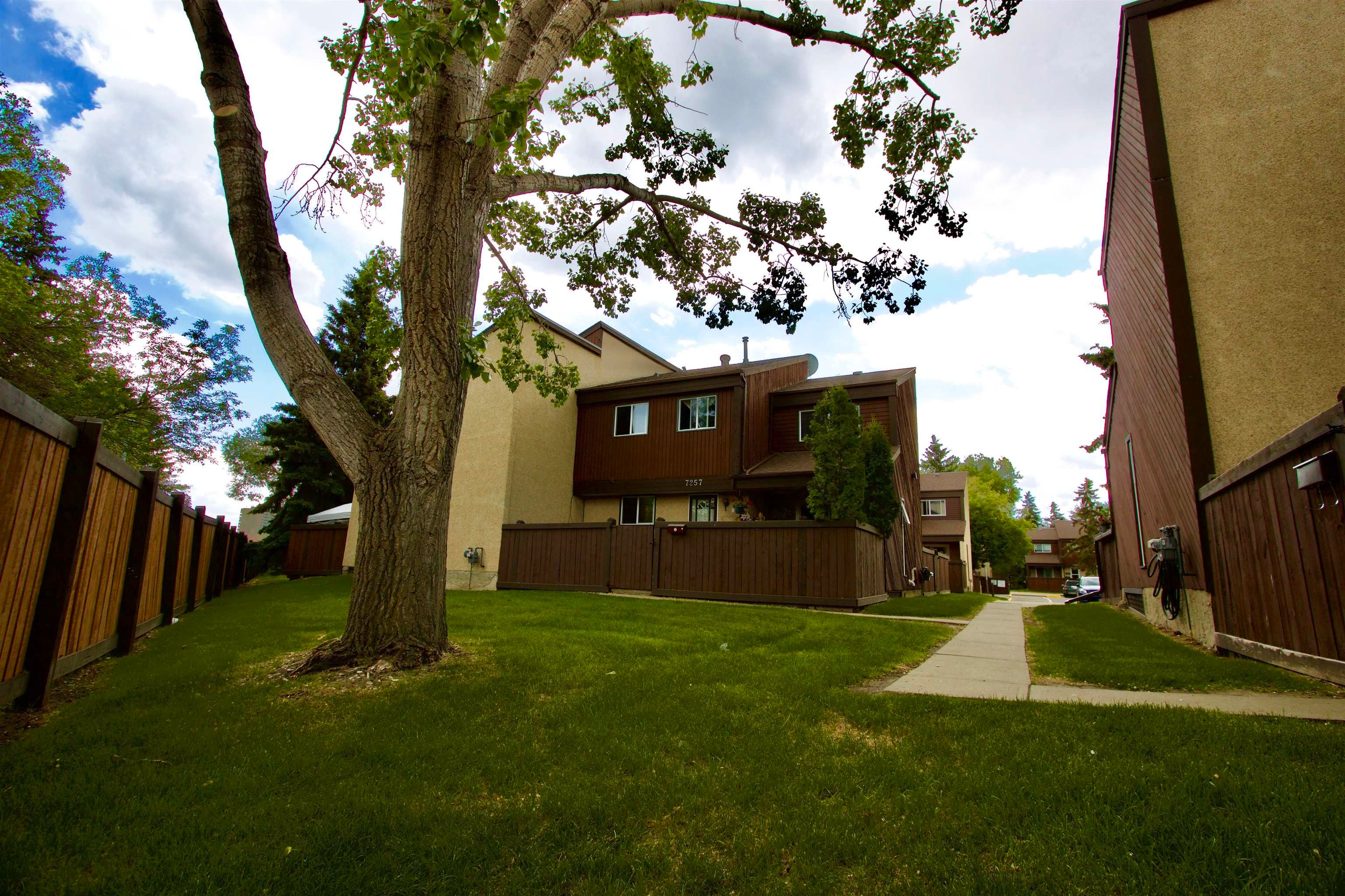 Main Photo: 7257 180 Street in Edmonton: Zone 20 Townhouse for sale : MLS®# E4263240