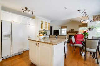 """Photo 10: 19 8555 209 Street in Langley: Walnut Grove Townhouse for sale in """"AUTUMNWOOD"""" : MLS®# R2575003"""