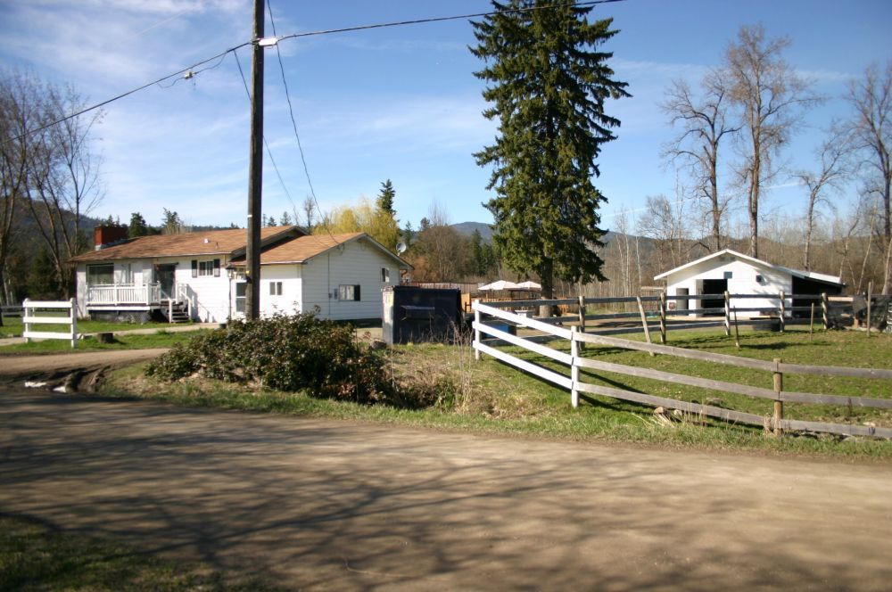 Main Photo: 21 McManus Road: Grindrod House for sale (Shuswap Region)  : MLS®# 10114200
