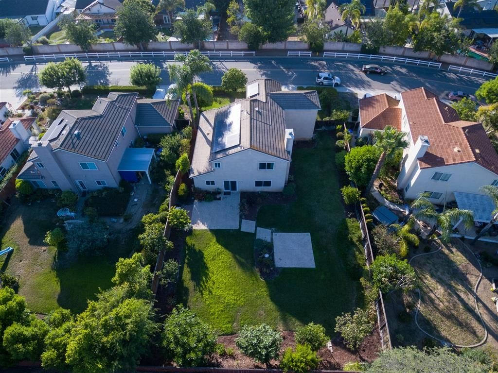 Photo 3: Photos: OCEANSIDE House for sale : 5 bedrooms : 5757 Spur Avenue