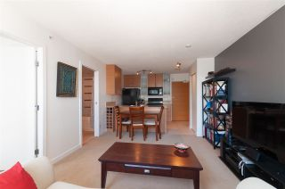"""Photo 7: 2208 928 HOMER Street in Vancouver: Yaletown Condo for sale in """"Yaletown Park"""" (Vancouver West)  : MLS®# R2373790"""