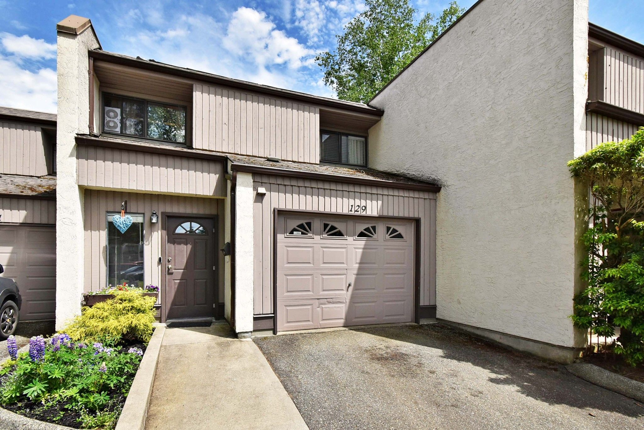 "Main Photo: 129 3455 WRIGHT Street in Abbotsford: Abbotsford East Townhouse for sale in ""Laburnum Mews"" : MLS®# R2460177"