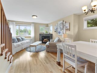 """Photo 3: 4 728 GIBSONS Way in Gibsons: Gibsons & Area Townhouse for sale in """"Islandview Lanes"""" (Sunshine Coast)  : MLS®# R2538180"""
