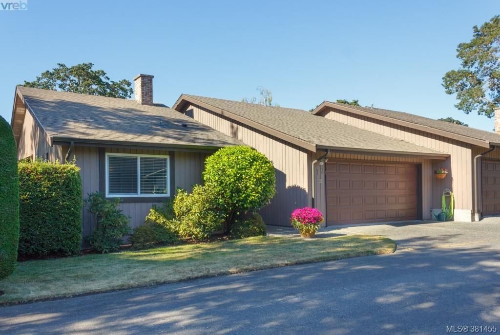 Main Photo: 12 4056 N Livingstone Ave in VICTORIA: SE Mt Doug Row/Townhouse for sale (Saanich East)  : MLS®# 766389