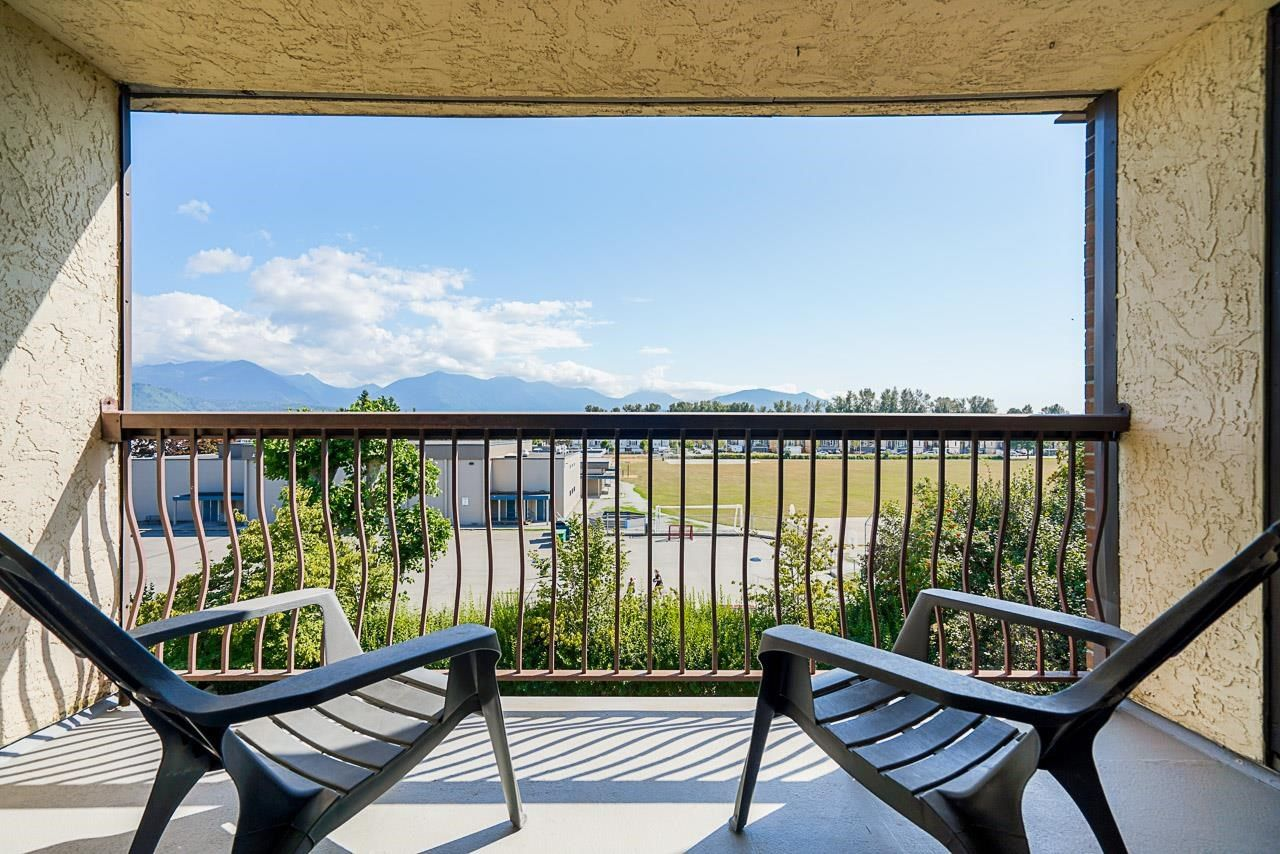 """Main Photo: 1316 45650 MCINTOSH Drive in Chilliwack: Chilliwack W Young-Well Condo for sale in """"Phoenixdale"""" : MLS®# R2604015"""