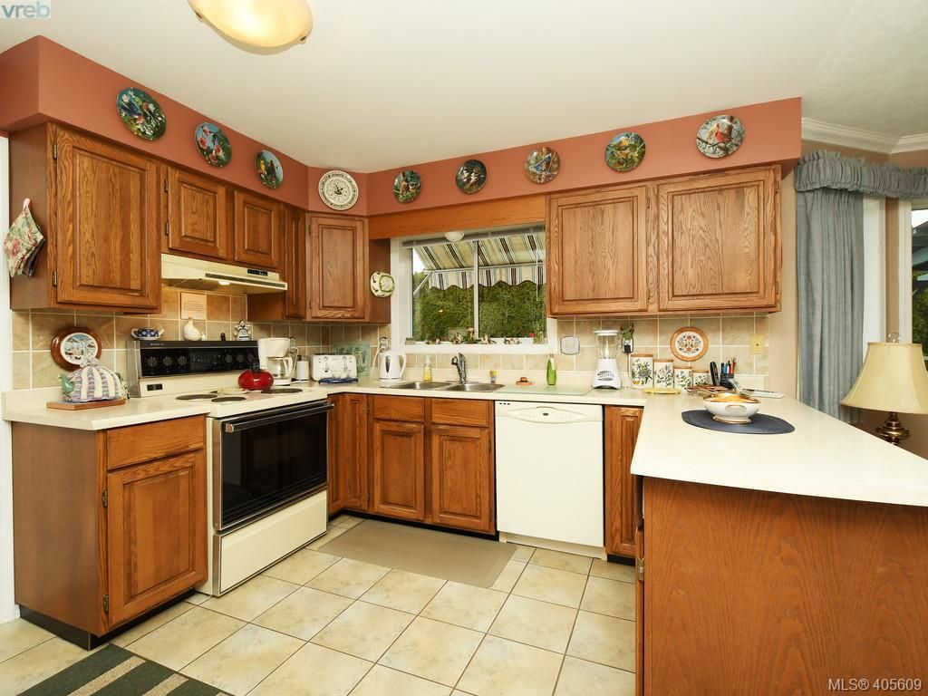 Photo 5: Photos: 6586 Bella Vista Dr in VICTORIA: CS Tanner House for sale (Central Saanich)  : MLS®# 805969