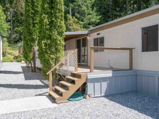 """Photo 17: 7 12248 SUNSHINE COAST Highway in Madeira Park: Pender Harbour Egmont Manufactured Home for sale in """"SEVEN ISLES"""" (Sunshine Coast)  : MLS®# R2604086"""