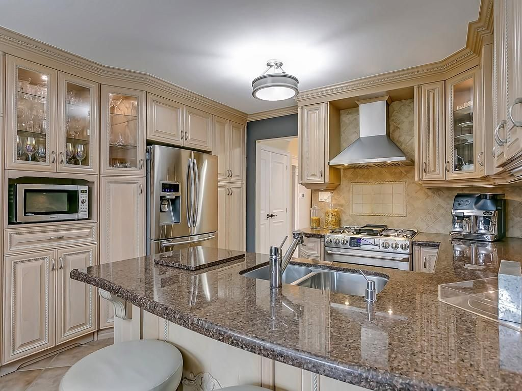 Photo 12: Photos: 2140 SIXTH Line in Oakville: Residential for sale : MLS®# H4068509