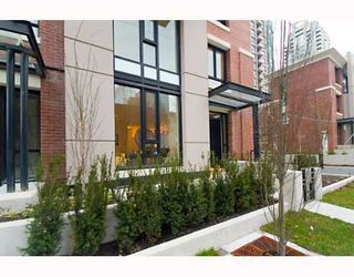 """Photo 1: 338 SMITHE Street in Vancouver: Downtown VW Townhouse for sale in """"YALETOWN PARK II"""" (Vancouver West)  : MLS®# V646253"""