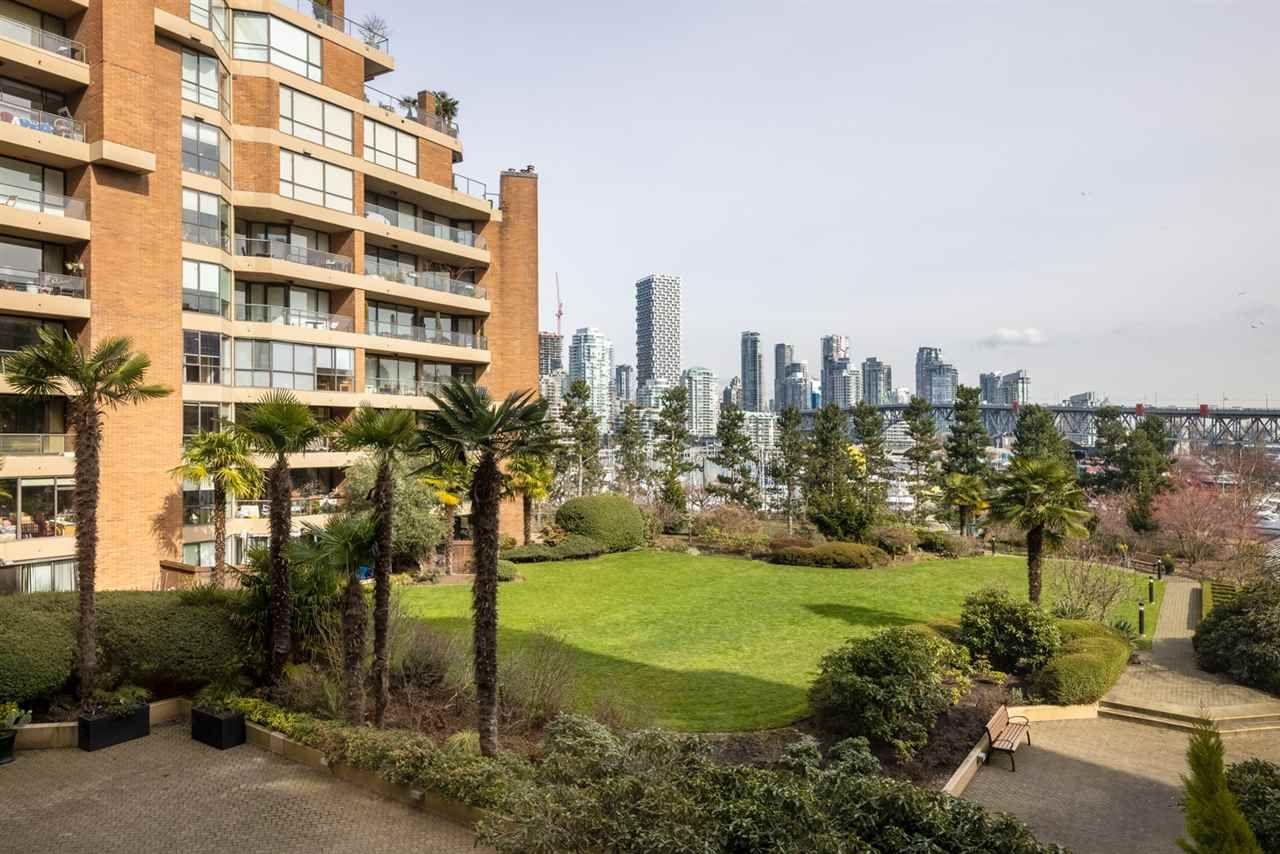 """Photo 8: Photos: 307 1470 PENNYFARTHING Drive in Vancouver: False Creek Condo for sale in """"Harbour Cove"""" (Vancouver West)  : MLS®# R2552898"""