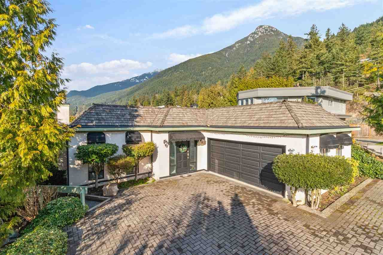 Main Photo: 20 PERIWINKLE Place: Lions Bay House for sale (West Vancouver)  : MLS®# R2565481