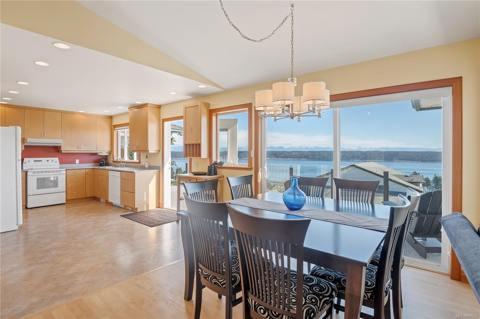 Photo 11: Photos: 253 S Alder St in : CR Campbell River South House for sale (Campbell River)  : MLS®# 857027