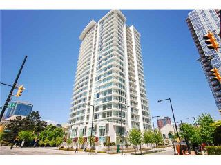 "Photo 1: 2301 161 W GEORGIA Street in Vancouver: Downtown VW Condo for sale in ""COSMO/DOWNTOWN"" (Vancouver West)  : MLS®# R2556752"