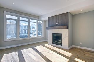 Photo 11: 826 19 Avenue NW in Calgary: Mount Pleasant Semi Detached for sale : MLS®# A1073989