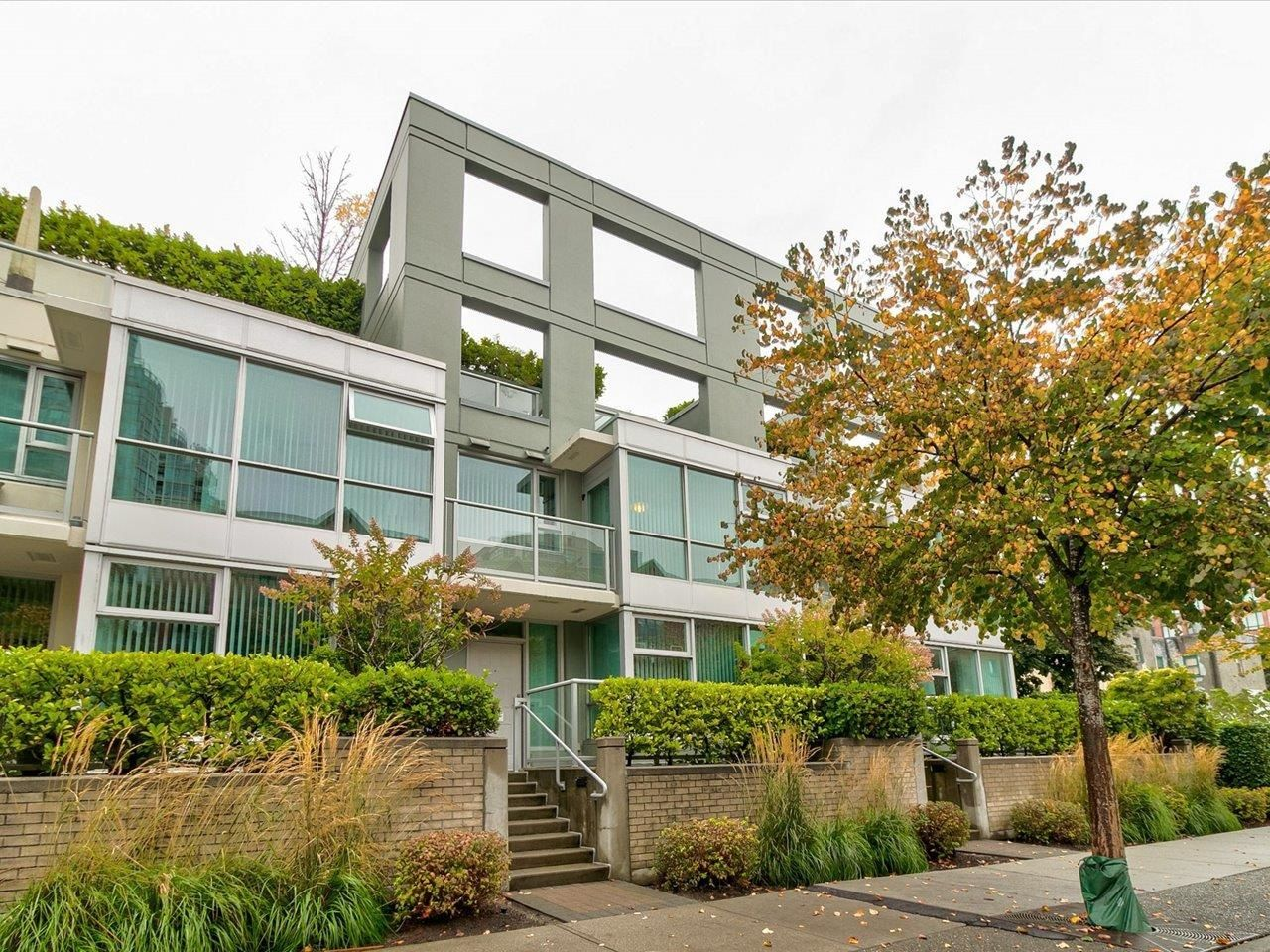"""Main Photo: 169 MILROSS Avenue in Vancouver: Downtown VE Townhouse for sale in """"Creekside at Citygate"""" (Vancouver East)  : MLS®# R2622901"""