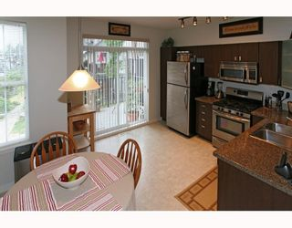 Photo 4: 95 2200 PANORAMA Drive in Port_Moody: Heritage Woods PM Townhouse for sale (Port Moody)  : MLS®# V772360