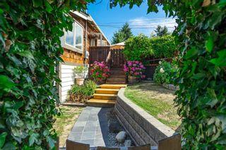 Photo 3: 15591 VICTORIA Avenue: House for sale in White Rock: MLS®# R2604648