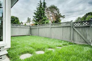 """Photo 14: 15 2830 BOURQUIN Crescent in Abbotsford: Central Abbotsford Townhouse for sale in """"Abbotsford Court"""" : MLS®# R2387328"""